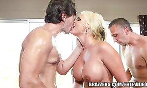 Brazzers - phoenix marie - bubble duff receives a juicy writing