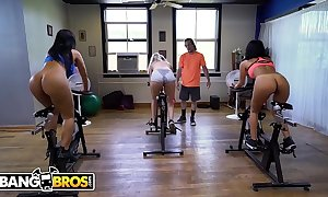 Bangbros - latin milf scallop monroe receives her unsparing butt awkward out by brick gamble
